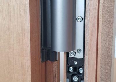 Ferestre lemn stratificat - detaliu sistem balamale