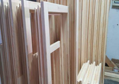Rame incheiate pentru ferestre din lemn
